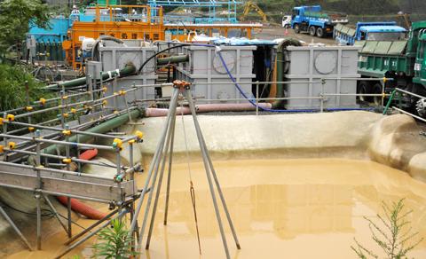 濁水処理装置と汚水プール