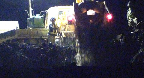 バキューム車から大量の汚水を捨てる瞬間