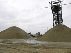 福岡市東浜に揚陸された大量の「海砂」