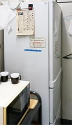 清酒が保管されていた局内水屋にある冷蔵庫