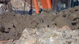 汚泥や石を通常の建設残土と混ぜて偽装