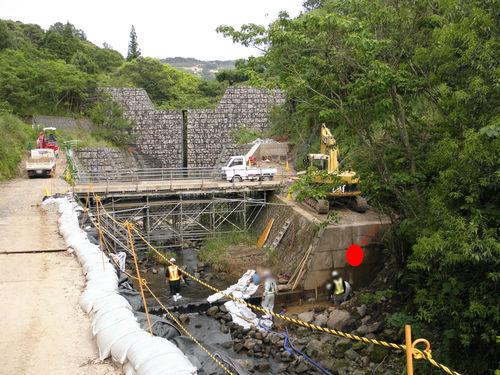 建設現場のそばにある砂防ダム