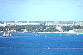 対岸から見たキャンプシュワブと辺野古沖