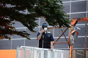 撮影する警察官2.jpg