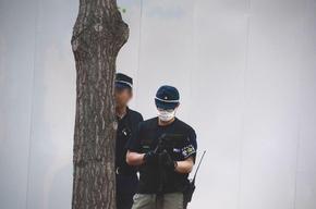 撮影する警察官1.jpg